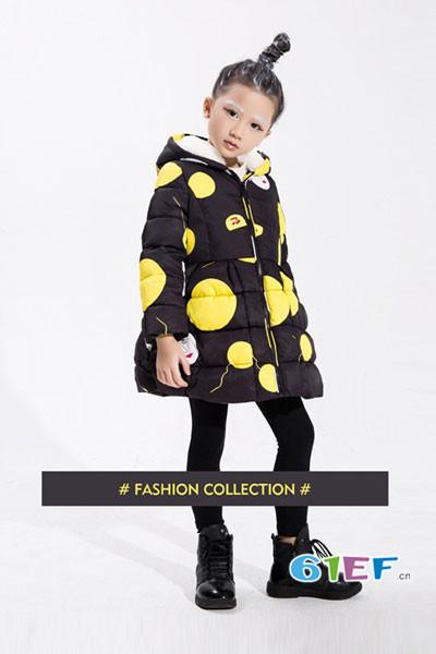 小猪芭那童装品牌2017年秋冬波点中长款羽绒服