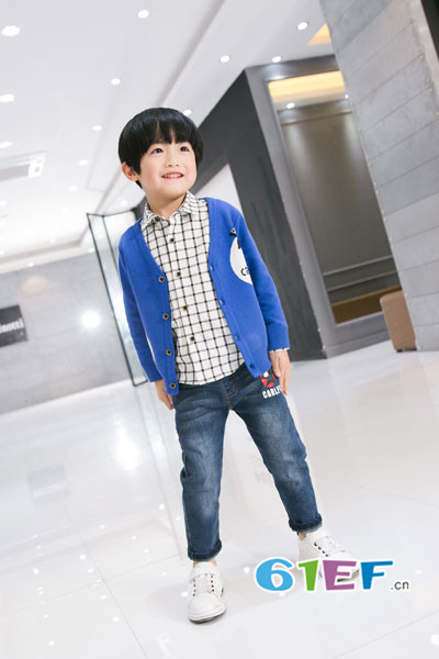 Carlfit(卡尔菲特)童装品牌2017年秋冬休闲针织开衫