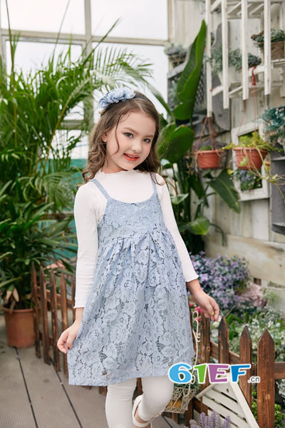 叽叽哇哇童装品牌2017年秋季蕾丝吊带裙