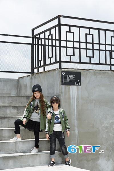 叽叽哇哇童装品牌2017年秋季潮童印花棒球服
