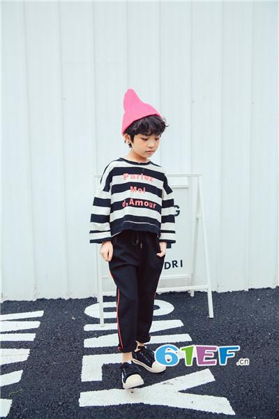 青稚童装品牌2017年秋冬潮童条纹字母T恤