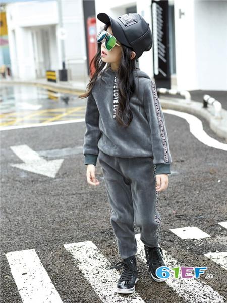 时尚女童冬款运动套装 时髦省心好搭配