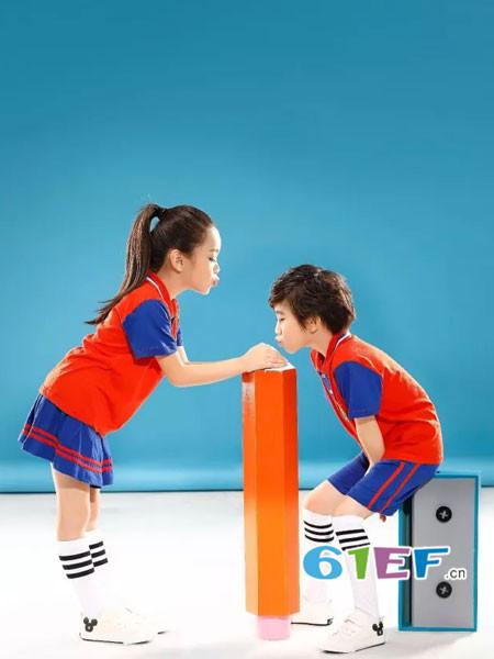 康正億虎童装品牌2018年春夏纯棉拼接红蓝色男女园服校服