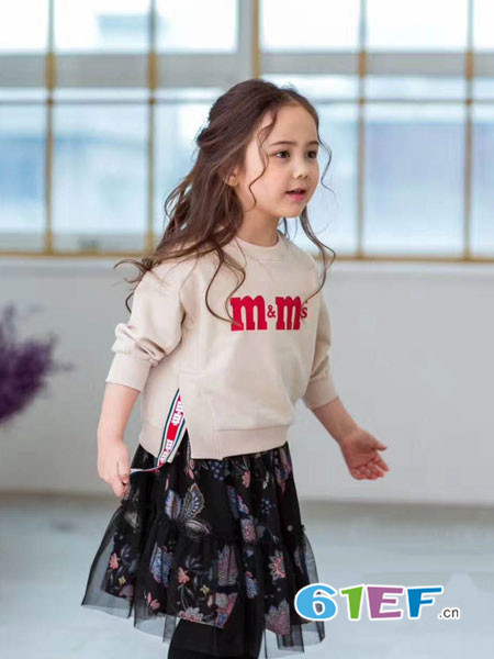 小嗨皮童装品牌2018春夏字母圆领开叉衫
