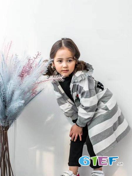 小嗨皮童装品牌2018春夏灰白连帽外套
