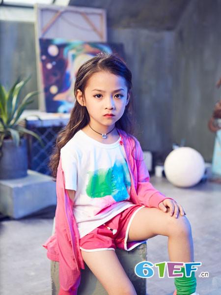 小资范童装品牌为国内唯一的主打多元艺术时尚风格