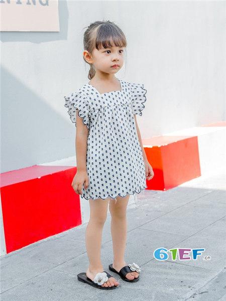 城秀童装品牌2018春夏韩式花边袖碎花女上衣