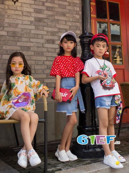 OKstar欧卡星童装品牌2018夏时尚有碎花短袖女上衣