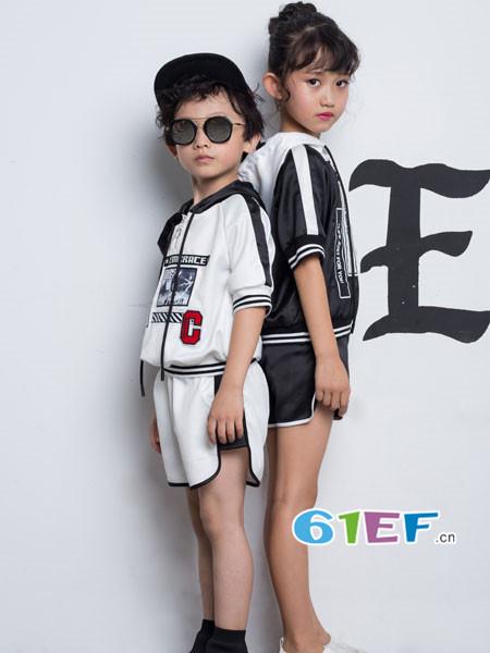 OKstar欧卡星童装品牌2018夏时尚休闲条纹拼接字母男女T恤