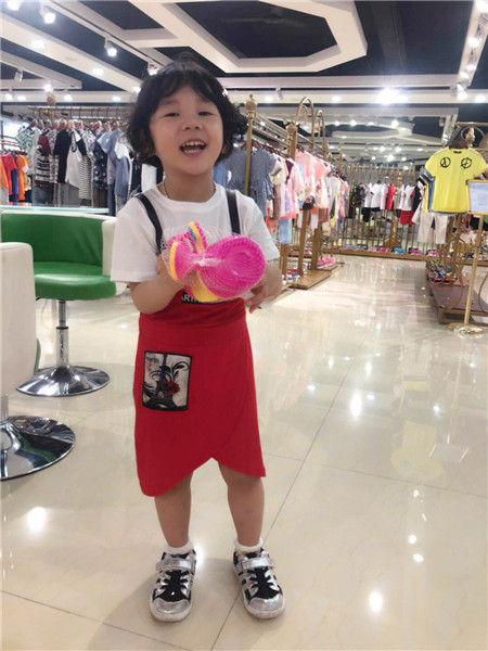 广州巴啦品牌童装集合店,奥特莱斯折扣店的供货商