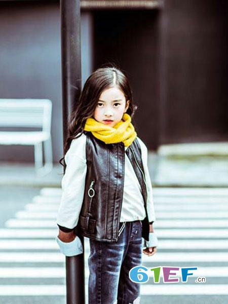 梦芭兔龙8国际娱乐官网品牌2018秋季绣花毛线喇叭袖款卫衣T恤