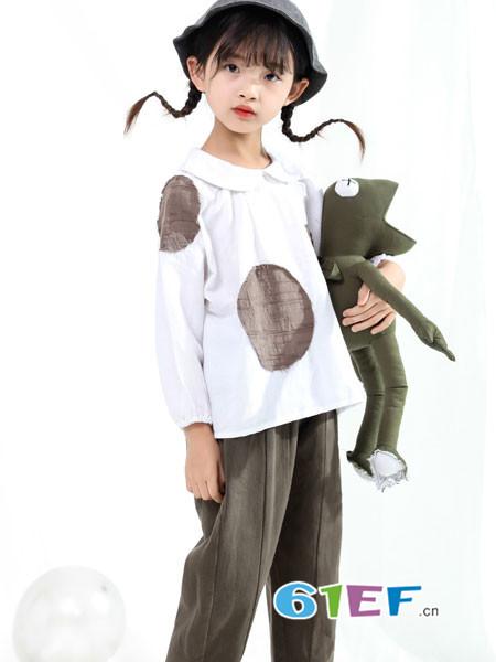 恋衣臣童装品牌2018秋冬娃娃领上衣女