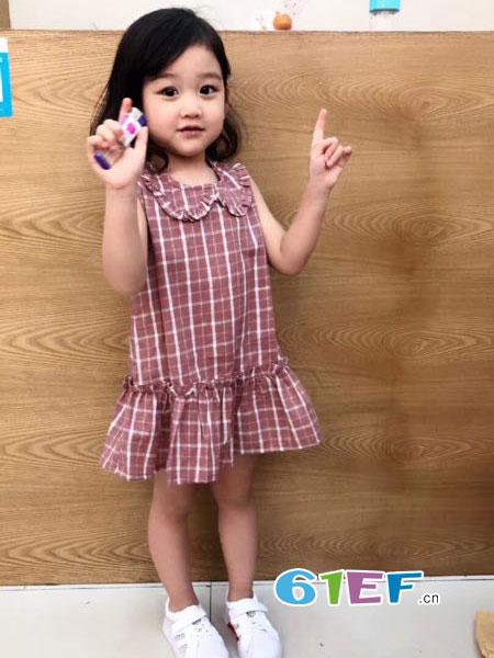 出脚小鱼龙8国际娱乐官网品牌2018春夏新格子连衣裙 可爱公主宝宝小清新透气