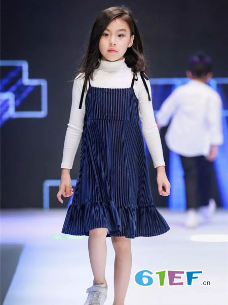 mini petrel童装品牌2019韩版洋气连衣裙简单款圆领