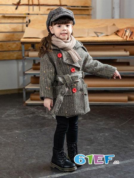 宝贝秋冬穿上毛呢外套  保暖又时尚