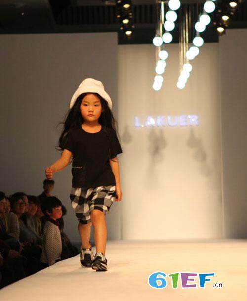 拉酷儿童装品牌短袖+格子短裤