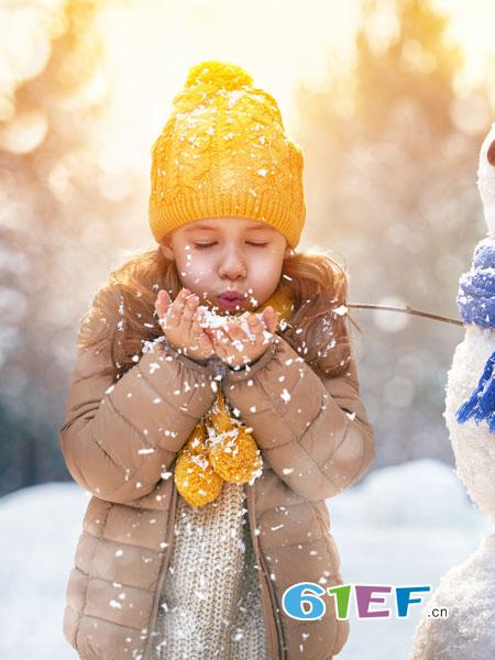 快乐精灵童装品牌更温和、更周到、更细致的服务!