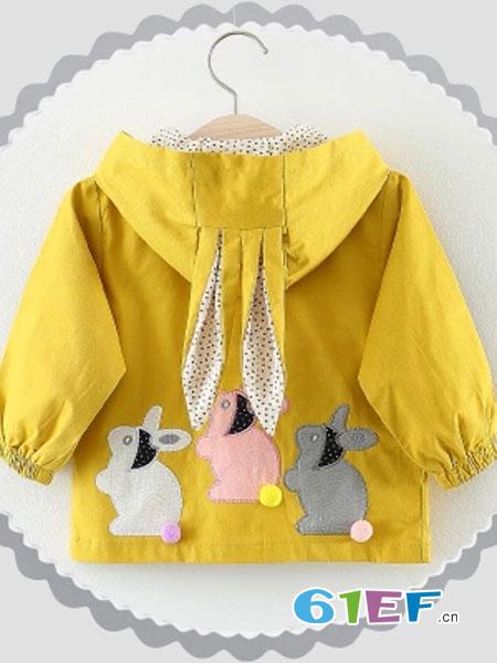 爱轩童装品牌2018秋冬兔子图案黄色连帽外套