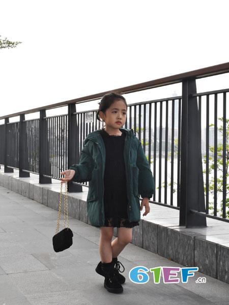 可米芽童装品牌2018秋冬绿色高领A字型中长款羽绒服