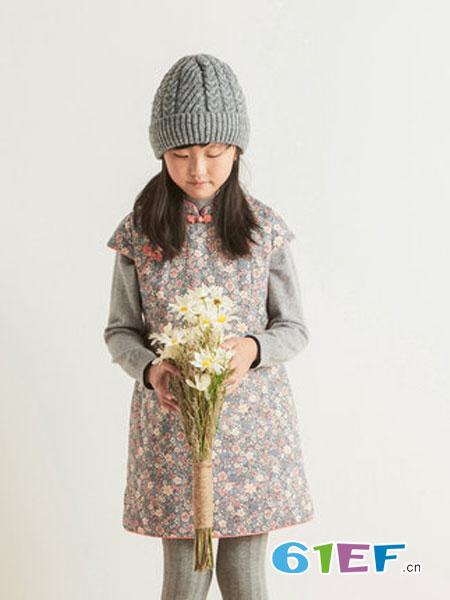 布景情侣亲子装 加盟为穿着群体提供了专业的服饰搭配概念