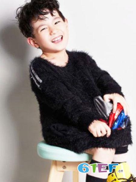 ME YOUNG龙8国际娱乐官网品牌2018秋冬时尚柔软毛茸茸V领针织衫