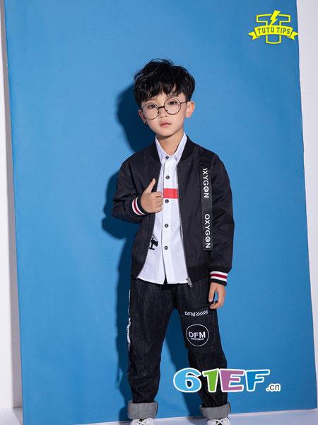 妈妈帮小朋友选择新衣,来TUTU Tips童装品牌店找