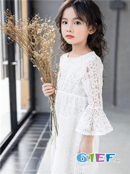 小猪乔至童装品牌2018秋冬百搭宽松韩版时尚喇叭袖蕾丝连衣裙