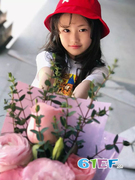 欧卡星童装品牌2019春季气质圆领修身显瘦印花上衣