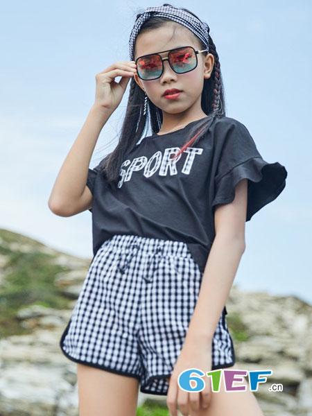 拉斐贝贝童装品牌让孩子们快乐成长。