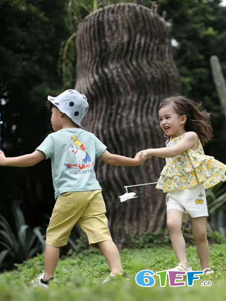 SCIACCAmini夏卡豆丁童装品牌2019春季清新草莓背心 +波点短裤纯棉套装