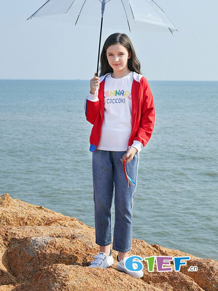 小女孩气质外套准备好了吗? 可趣可奇秋季时髦的暖意