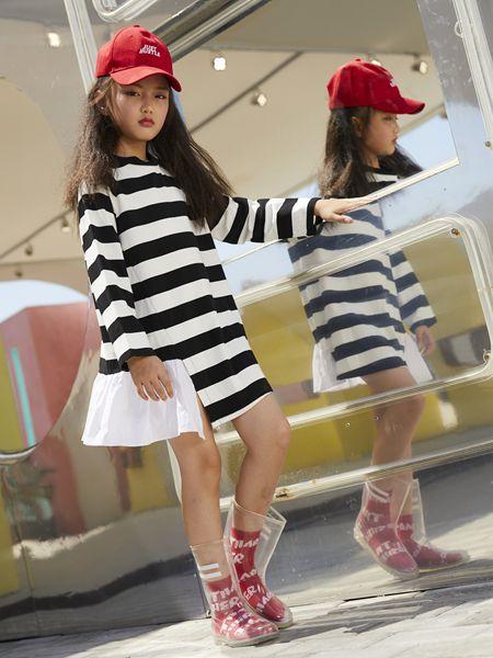 YukiSo童装品牌2019春夏撞色条纹拼接休闲连衣裙