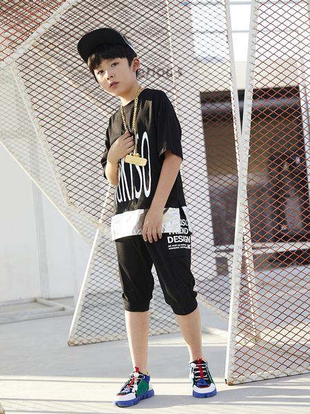 YukiSo童装品牌2019春夏黄色大V圆领短袖t恤潮