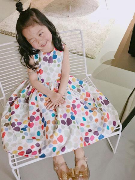 凡娟童装品牌2019春夏彩色波点无袖A字裙
