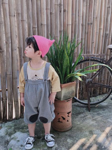 末小蒙童装品牌2019春夏灯芯绒背带裤补丁刺绣