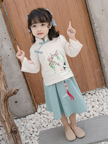 飘逸夏季中国风汉服 复古穿越的萌娃系