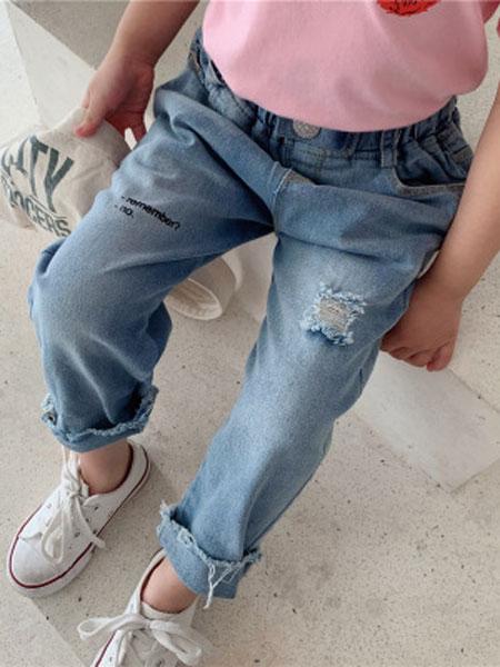 UNIBABY童装品牌2019春夏腔调细节字母设计 破洞牛仔裤