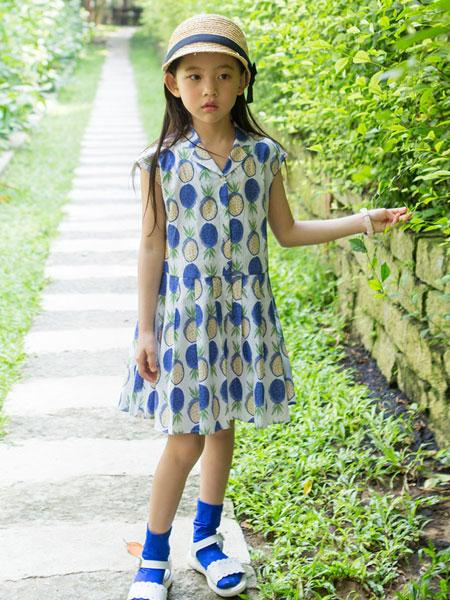 唯心至爱童装品牌2019春夏v领印花连衣裙