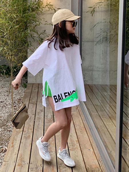 迪菲奥童装品牌2019春夏宽松休闲百搭白色开叉字母印花潮牌T恤