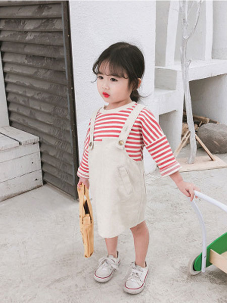 蒋歌童装品牌2019春夏时尚牛仔背带裙