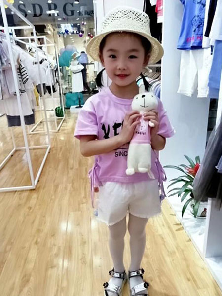 可米芽童装品牌全程为客户提供合作咨询、开业策划
