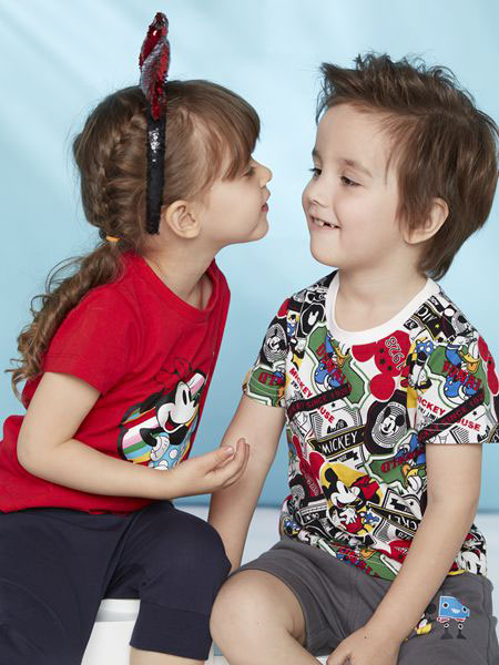 迪士尼宝宝童装品牌带给您与宝宝独特魔法般的惊喜