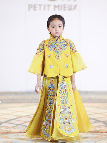 贝的屋童装品牌2019春夏金色出阁服夏季 中式婚服复古结婚礼服