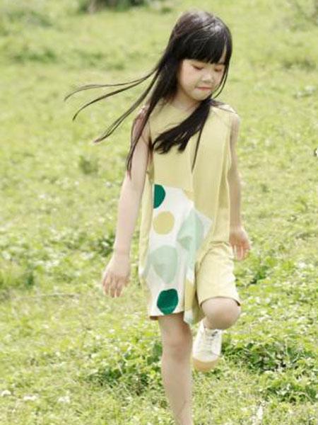棉绘童�b品牌新学期穿搭小达人闪耀返校