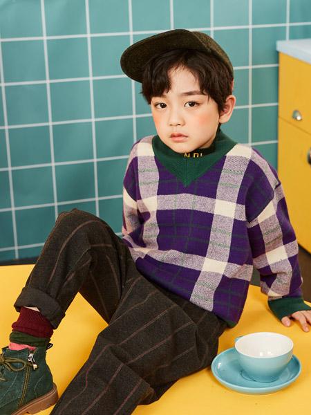 小资范童装品牌2019秋冬新款韩版百搭条纹圆领线衫针织套头衫