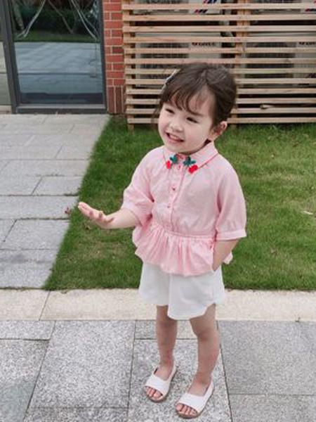 赫拉米斯童装品牌2019春夏新款樱桃刺绣粉天丝棉衬衫