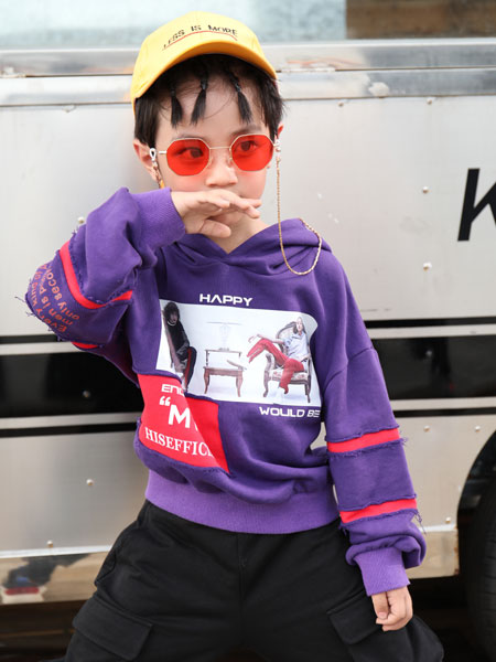 拉斐贝贝童�b品牌穿出自己的style