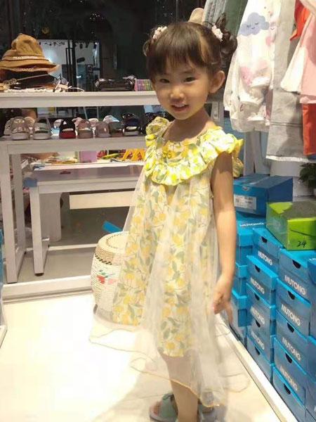 可米芽童装品牌2019印花连衣裙