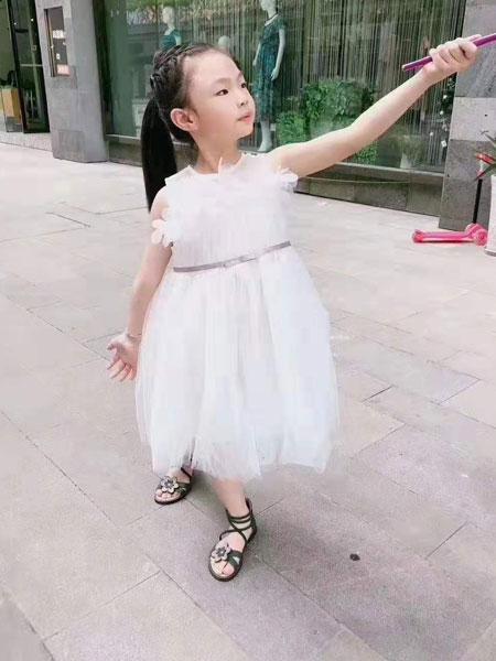 可米芽童装品牌2019小公主白色裙子