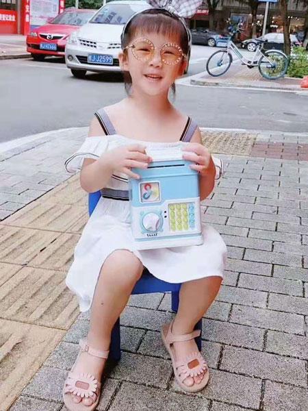 可米芽童装品牌2019时尚白裙